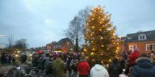 Byens juletræ i Hjortshøj tændes