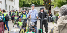 CRAA  sæbekasseløbet - HKH Prins Joachim leger med børnene