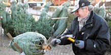 Juletræsalg på Viby Torv