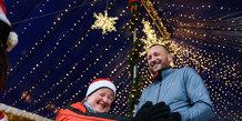 En kæmpestor familie var klædt ud til jul